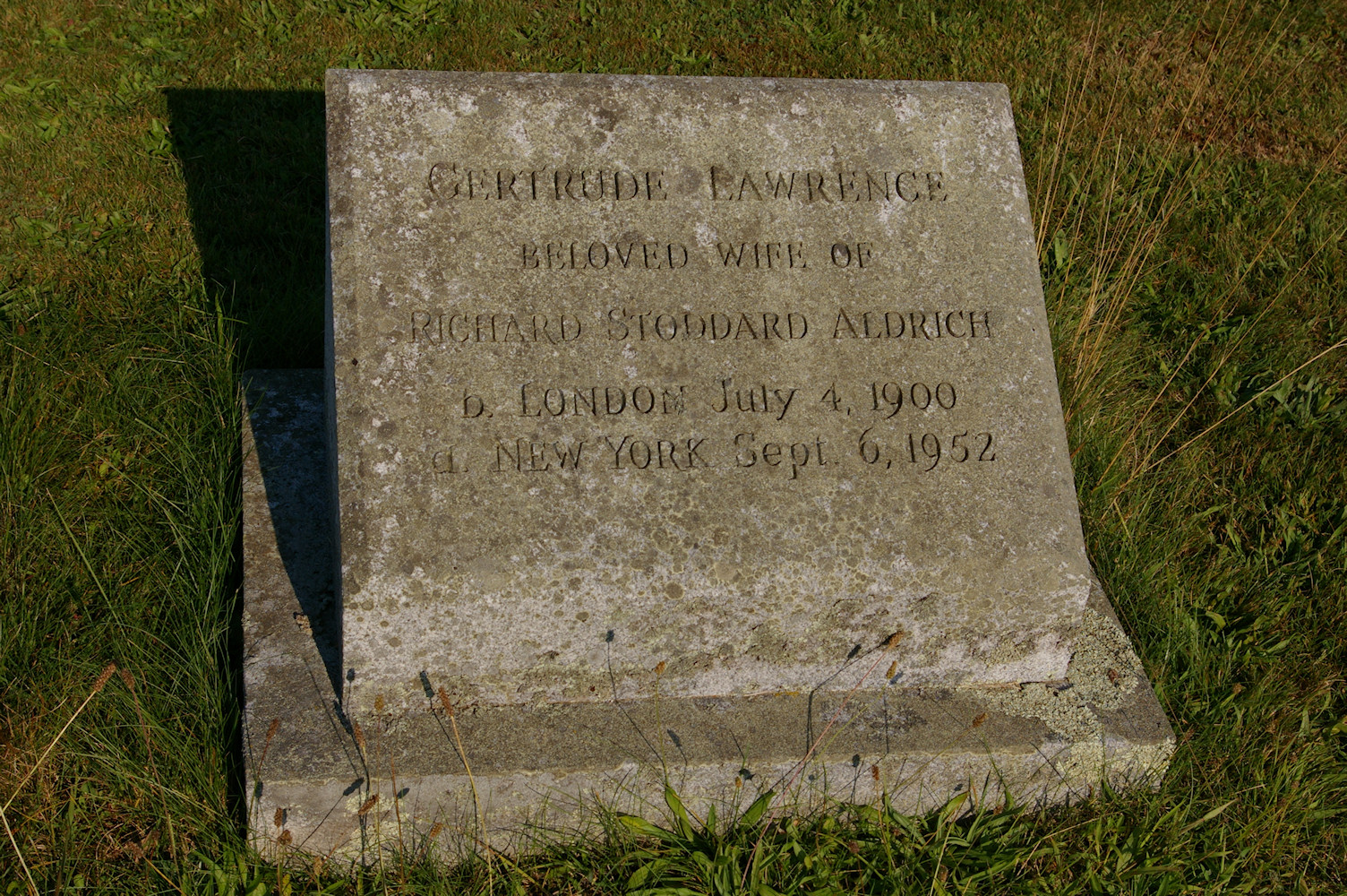 IMGP6743.jpg - Gertrude Lawrence Memorial